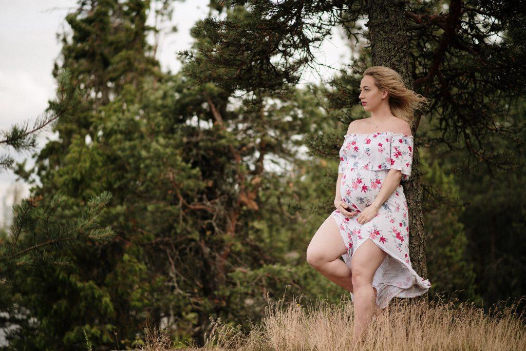 odotuskuva, kesä, tuuli, metsä, heinikko, kukkamekko